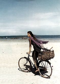 US Harpers Bazaar May 1993 Zanzibar Helena Christensen Photography by Patrick Demarchelier Hair: Didier Malige for Frederic Fekkai Make-up: Moyra Mulholland for The Clive Salon Bicycle Women, Bicycle Girl, Bicycle Race, Bike Rides, Velo Vintage, Vintage Bicycles, Cycling Girls, Women's Cycling, Cycling Jerseys