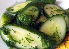Салат из свежих огурцов и зелени с льняным маслом Империя вкусов Pickles, Cucumber, Zucchini, Vegetables, Food, Essen, Vegetable Recipes, Meals, Pickle