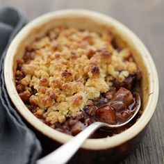 Découvrez la recette Crumble poires Nutella sur cuisineactuelle.fr.