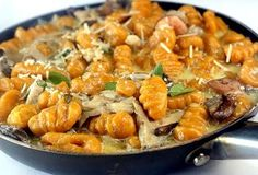 Pumpkin Gnocchi with Creamy Mushrooms. This gnocchi can be made with mashed sweet potatoes instead of pumpkin, too, for a sweet potato gnocchi! Creamy Mushrooms, Stuffed Mushrooms, Pasta Recipes, Cooking Recipes, Pumpkin Gnocchi, Sweet Potato Gnocchi, Vegetarian Recipes, Healthy Recipes, Yummy Recipes