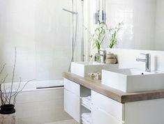 jolie-salle-de-bain-blanche-armoire-de-toilette-leroy-merlin-carrelage-beige-grand-miroir