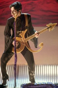 Guitar LOVE ● Prince in the groove ☆ symbol guitar ☆ Prince Images, Pictures Of Prince, Mavis Staples, Sheila E, Madonna, The Artist Prince, Prince Purple Rain, Paisley Park, Roger Nelson