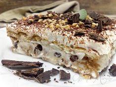 Il dolce mattone è formato da un doppio strato di oro Saiwa con crema al mascarpone, cioccolato e nocciole tritate. Perfetto per l'estate, senza il forno,