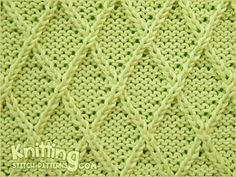 Diamond Lattice stitch is a bit time-consuming to created a diamond pattern, but is interesting to knit. Great for sweaters. Knitting Squares, Beginner Knitting Patterns, Knitting Stiches, Cable Knitting, Knit Patterns, Knitting Projects, Stitch Patterns, Cable Needle, Knit Stitches
