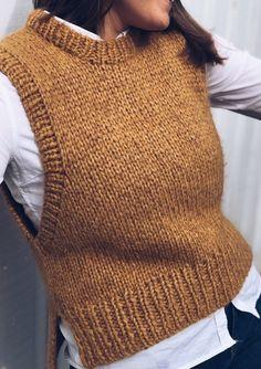 Knit Vest Pattern, Knit Stockings, Arm Knitting, Knitting Wool, Wool Cardigan, White Cardigan, Wool Vest, Knit Fashion, Knit Crochet