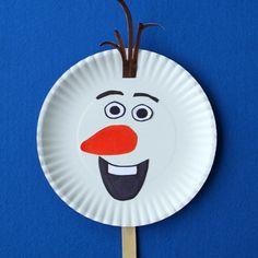 J'ai fait le tour du net pour vous dénicher quelques idées de bricolage Reine des Neiges. C'est la bonne saison pour faire une activité en rapport avec ce dessin animé que les enfants adorent !!Bricolage Reines des Neiges : les idéesOlaf chaussette :Un joli Olaf à créer à partir d'une ...