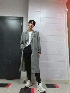 Doyoung is hot byee Jaehyun, K Pop, Kim Dong Young, Nct U Members, Nct Doyoung, Body Proportions, Fandoms, Entertainment, Kpop Fashion