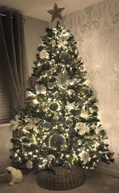 40 AWESOME CHRISTMAS TREE Decoration Ideas for New Year 2019 Part christmas tree ideas; christmas tree themes Source by Xmas Tree Decorations, Decoration Christmas, Beautiful Christmas Trees, Christmas Tree Themes, Christmas Lights, Xmas Trees, Christmas Holiday, Christmas Tree Ideas, Christmas Decorating Themes