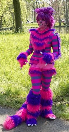 Cheshire Cat Costume One of the funniest characters to dress up as is the Cheshire Cat. The wonderland cat with put the fun into your Halloween costume party. Cheshire Cat Costume Kids, Cheshire Cat Cosplay, Up Costumes, Disney Costumes, Halloween Costumes, Costume Ideas, Halloween Makeup, Cheshire Cat Alice In Wonderland, Alice In Wonderland Costume
