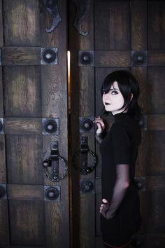 Character: Mavis Dracula / From: Sony Pictures Animation 'Hotel Transylvania' / Cosplayer: Melissa Lissova (aka Kitsune-nyan) (2013)