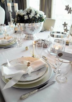 Anette Will Mine: Beautiful and peaceful festive season Christmas Table Settings, Christmas Themes, Christmas Decorations, Table Decorations, Beautiful Christmas, White Christmas, Dere, Robert Frost, Wedding Dinner