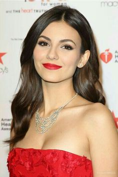 Charming Victoria Justice Photos) - Sharenator - It's Human Nature To Share hashtags Beautiful Celebrities, Beautiful Actresses, Most Beautiful Women, Beautiful People, Celebrity Photos, Celebrity Style, Celebrity Babies, Vicky Justice, Hot Brunette