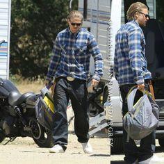 Charlie Hunnam on Set Season 7 Sons of Anarchy