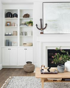 love decor on shelves. could be great for shelves in walkway. Built In Around Fireplace, Fireplace Built Ins, Fireplace Design, Fireplace Bookshelves, Fireplace Remodel, Built In Shelves Living Room, Built In Bookcase, Bookcases, Living Room Bookcase