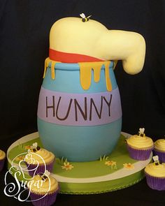 Winnie The Pooh Hunny Pot cake