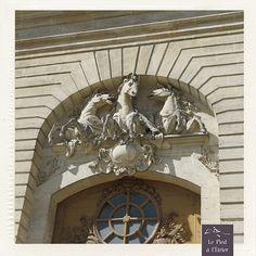 Sur la façade du Musée Vivant du cheval by Le Pied à LÉtrier, via Flickr