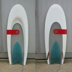 "Full tint resin #kneeboard #flexspoon #handmade by #neyracustomboards. Simple concave with ""v"" botton in neutral position.... Full concave bottom under presure. #flexfin #flex #spoon #surf #surfboard #surfing #kneesurf"
