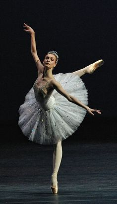 """Performing Balanchine's """"Jewels"""" in London, the Bolshoi Ballet featured Olga Smirnova, a dancer of rare gifts, in the """"Diamonds"""" section. Ballet Du Bolchoï, Bolshoi Ballet, Ballet Dancers, Ballerinas, Royal Ballet, Bolshoi Theatre, Ballet Pictures, Dance Pictures, Ballet Costumes"""
