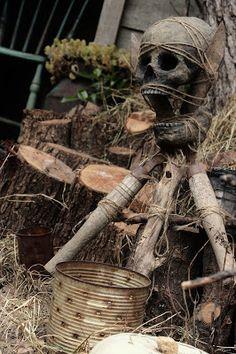 Good props for Voodoo man at Halloween. This is a great site! Voodoo Party, Voodoo Halloween, Fairy Halloween Costumes, Halloween 2014, Halloween Projects, Halloween Party Decor, Holidays Halloween, Halloween Themes, Halloween Stuff