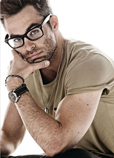 Chris Pine in glasses... so sexy!!!! <3