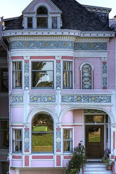 Pink houses welcometomyhousetour: Alamo Square Grand Victorian (by. Victorian Homes Exterior, Victorian Style Homes, Victorian Architecture, Beautiful Architecture, Beautiful Buildings, Victorian Era, Beautiful Homes, Architecture Design, Victorian Decor