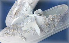 Svatební tenisky bílé bílá svatba bílý svatební dárkový nevěsta wedding podvazky hochzeit svatební šaty boty obuv lodičky dárek Sneakers, Fashion Design, Wedding, Shoes, Tennis Sneakers, Casamento, Sneaker, Zapatos, Shoes Outlet