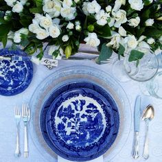 Blue and white tablesetting by Anamarias