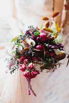 Berry toned bouquet - photo by Love by Serena