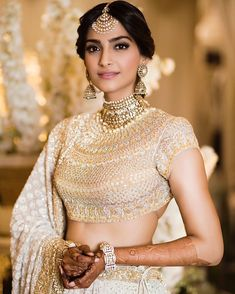 Get the latest look of Sonam Kapoor at her Wedding. Have a look of Sonam Kapoor's Mehendi Look here. Sonam Kapoor's Mehendi Look *Sonam's Latest Look *Sonam Gorgeous Look *Mehendi Look for Sonam Kapoor. Gold Lehenga, Bridal Lehenga, Bollywood Stars, Bollywood Fashion, Bridal Looks, Bridal Style, Indian Dresses, Indian Outfits, Sonam Kapoor Wedding