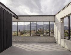 Multicarpet Rollux Showroom / +arquitectos