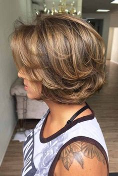 27 Timeless Feathered Hair Ideas To Look Fresh And Modern Bob Hairstyles feathered bob hairstyles Modern Bob Hairstyles, Layered Bob Hairstyles, Hairstyles Haircuts, Short Layered Haircuts, Feathered Hair Cut, Feathered Hairstyles, Red Hair Cuts, Short Hair Cuts, Short Wavy