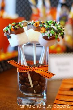 EAT DRINK PRETTY: Halloween party tablescape