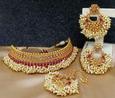 Jewelry Design Earrings, Gold Earrings Designs, Pendant Jewelry, Indian Bridal Jewelry Sets, Bridal Jewellery, Temple Jewellery, Tikka Jewelry, Bollywood Jewelry, Pakistani Jewelry
