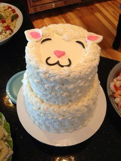 Adorable lamb baby shower cake. @Alyson Dietrich you could totally do this one! More