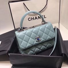 Luxury Purses, Luxury Bags, Luxury Handbags, Chanel Handbags, Purses And Handbags, Chanel Purse, Chanel Bags, Leather Handbags, Sacs Louis Vuiton