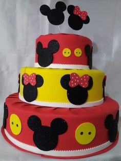 bolo fake minnie E Mickey #bolofakeminnie #bolominnie #festaminnie #minnie Bolo Fake Minnie, Cake, Desserts, Food, Pink Bows, Couscous, Candy Table, Cake Ideas, Red Roses