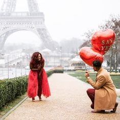 From Simple to Extravagant: 15+ Ideas For Every Style Proposal Congrats On Your Engagement, Engagement Couple, Engagement Pictures, Paris Photography, Couple Photography, Proposal Photos, Proposal Ideas, Outdoor Pictures, Go Red