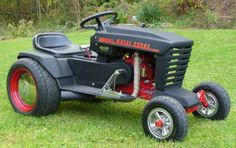 hot rod your lawn mower Yard Tractors, Small Tractors, Wheel Horse Tractor, Garden Tractor Pulling, Kids Bicycle, Bicycle Art, Diy Go Kart, Riding Lawn Mowers, Car Mods