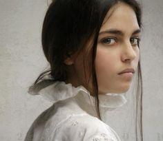 Hyper realistic women portraits by Louis Treserras