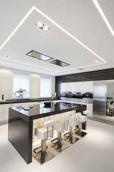 The best modern kitchen design this year. Are you looking for inspiration for your home kitchen design? Take a look at the kitchen design ideas here. There is a modern, rustic, fancy kitchen design, etc. Luxury Kitchen Design, Kitchen Room Design, Luxury Kitchens, Home Decor Kitchen, Modern House Design, Interior Design Kitchen, Kitchen Ideas, Interior Modern, House Bar Design