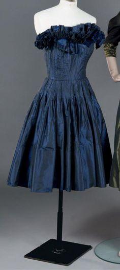 Evening dress, Molyneux, c. 1980.