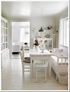 Swedish Decor Inspiration for Small Apartment - The Urban Interior Cottage Shabby Chic, White Cottage, Cottage Style, Swedish Cottage, Cozy Cottage, Style At Home, Swedish Decor, Swedish Style, Norwegian Style