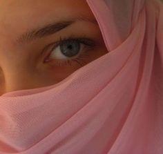 Muslimah Cantik Berjilbab Dan-Cadar