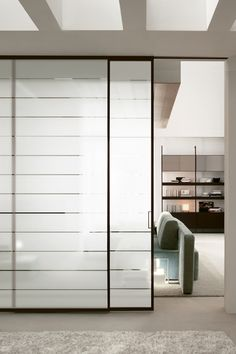 Glass and Aluminium doors help define different areas while maintaining a single environment. In both home interiors and dynamic offices, these glamorous materials create partition doors and walls with high levels of technological innovation and design. Create Partition, Partition Door, Room Divider Doors, Room Partition Designs, Glass Partition, Glass And Aluminium, Aluminium Doors, Glass Panel Wall, Glass Panels