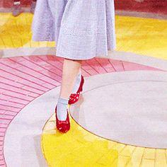 ✖ Follow the yellow brick road. Wizard of Oz | Judy Garland | 1939
