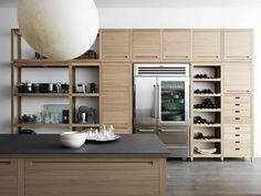 Traditional kitchen / in wood - VALCUCINE