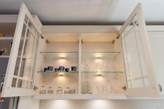 #glassdoors #suspendedcabinet #suspendedkitchenbody #kitchenorganization #kitchenorganizationideas #kitchenstorage #kitchenstorageideas #kitchendesign #kitchen #kitchenfurniture #mobila #mobiladebucatarie #bucatarii #bucatariiclasice #classickitchens #KUXA #KUXAstudio #KUXAkitchens #bucatariiKUXA #kitchenGIF