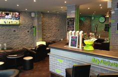L'heure Sup'  299 rue Lecourbe 75015 Paris #LesBarrés #Heure #Sup #Paris15 #préféré #télé #vert #bar