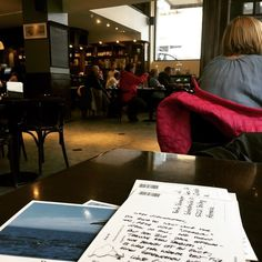 Ushuaia zeigt sich im schönsten Regen und Graupel. Wir sind in die Teestube geflüchtet und schreiben Postkarten.  Willst Du auch Post von uns? Hier steht wie es geht: http://ift.tt/2gdqqyH