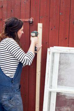 Bygga miniväxthus av gamla fönster – steg för steg Diy Greenhouse, Old Windows, Garden Planning, Vegetable Garden, Outdoor Gardens, Home And Garden, Garden Cottage, Backyard, Diy Projects